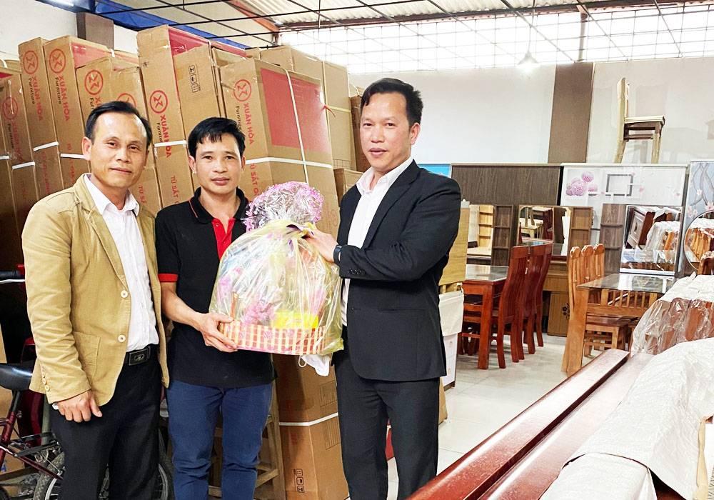 NPP Đông Á - Dongahome.com chúc tết đại lý Hải Phong